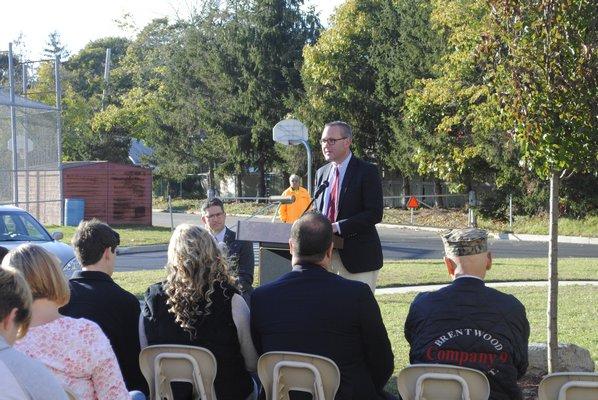 Hampton Bays Superintendent Lars Clemensen remembers Matthew McKinnon during a tree dedication ceremony. AMANDA BERNOCCO