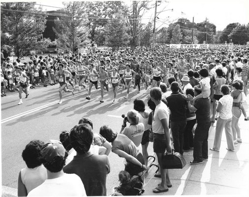 The start of the 1984 Shelter Island 10K.