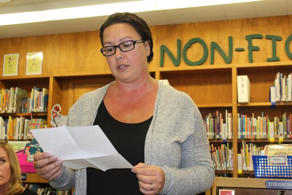 Parent Cynthia McNamara speaks in favor of keeping class rank. KATE RIGA