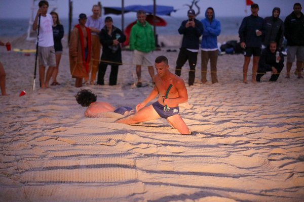 Casey Crowley edges out his younger brother, Aidan Crowley, to win the men's beach flags.