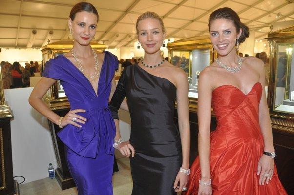 Models Anita Hodosi, Anna Sophie Mungenast and Mila Bernte. MICHELLE TRAURING
