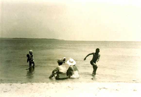 Family on the beach in Sag Harbor circa 1959. COURTESY DONNAMARIE BARNES ARCHIVE