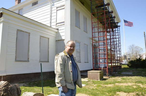 Bridgehampton Historical Society Executive Director John Eilertsen stands in front of the Nathaniel Rogers House in Bridgehampton. Shaye Weaver By Shaye Weaver