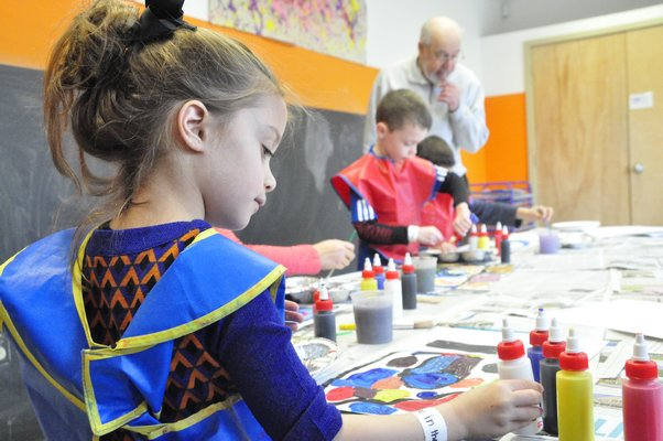 Landscape artist Ralph Carpentier taught a painting class to students at the Children's Museum of the East End. MICHELLE TRAURING