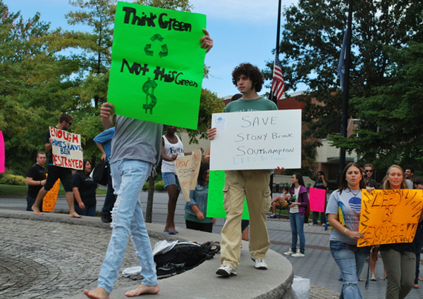 Former Stony Brook Southampton students protesting in front of the Stony Brook University Administration Building on Wednesday, September 22.