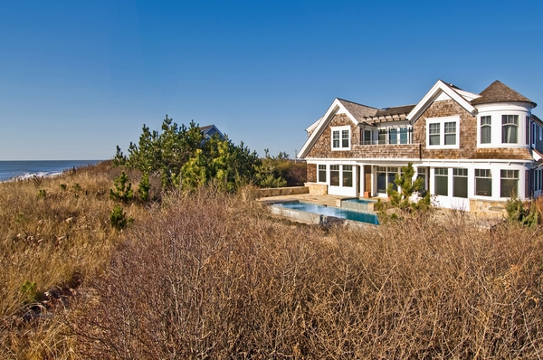 Water views, quick beach access and a swimming pool are enough to make any summer tenant salivate.