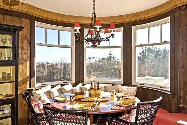 Set the scene with table settings when showing a property.