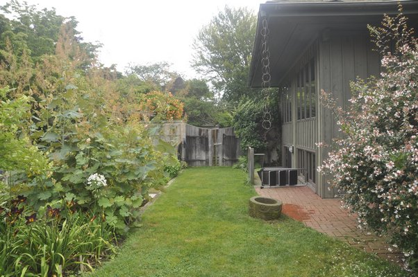 Inside The Bayberry, the Amagansett home of David Seeler and Ngaere Macray. MICHELLE TRAURING