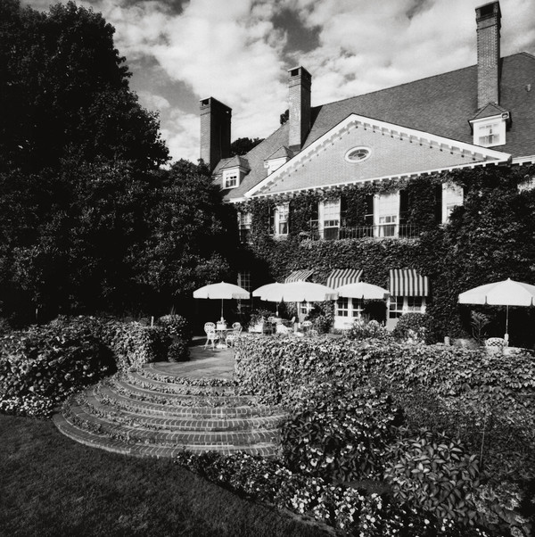 """Image of Ballyshear from """"Houses of the Hamptons"""" by Gary Lawrance and Anne Surchin."""