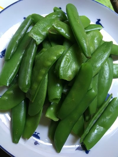 Blanched sugar snap and snow peas. JANEEN SARLIN