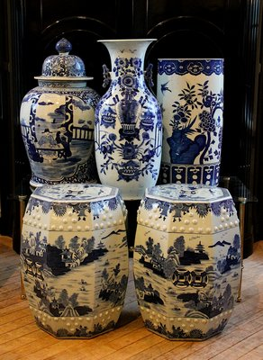 JED Antiques features a combination of old and current production Chinese export ware.   KYRIL BROMLEY