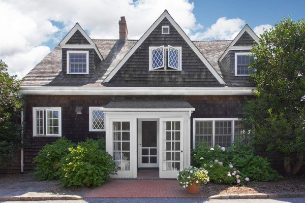 The updated 1896 Grey Gardens carriage house at 132 Apaquogue Road in East Hampton Village was sold for $8.5 million. COURTESY SOTHEBYS