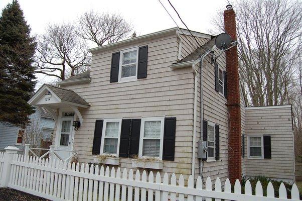 "The 'half house"" located on Jermain Avenue in Sag Harbor. JON WINKLER"