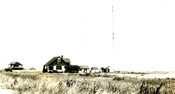 The former Marconi tower in Sagaponack around 1905. COURTESY BRIDGEHAMPTON MUSEUM