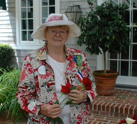 Lillian Walsh led a Southampton Rose Society workshop on arranging flowers on May 31. DIANE VAHRADIAN DIANE VAHRADIAN
