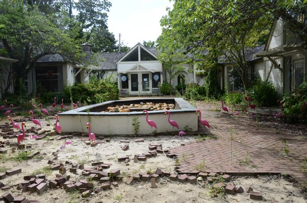 A courtyard along Jobs Lane in Southampton Village is vacant and in shambles, after the owner of the property, according to Southampton Village Mayor Jesse Warren, has refused to rent the space out. GREG WEHNER