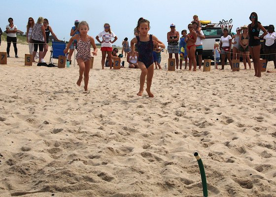 Emma Sokolowski and Isla Klepetko were the two finalists in the beach flags.