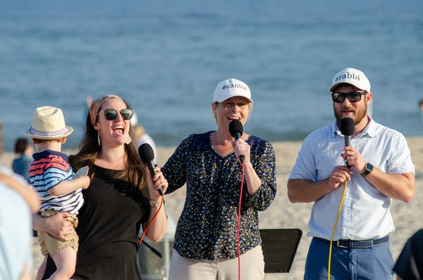 The Jewish Center of the Hamptons hosts a Shabbat service on Friday Night at Main Beach. WIL WEISS