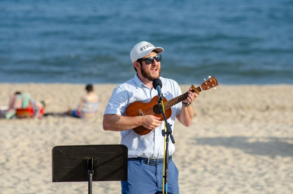 Rabbi Josh Franklin leads a Shabbat service on Friday evening at Main Beach.        WIL WEISS