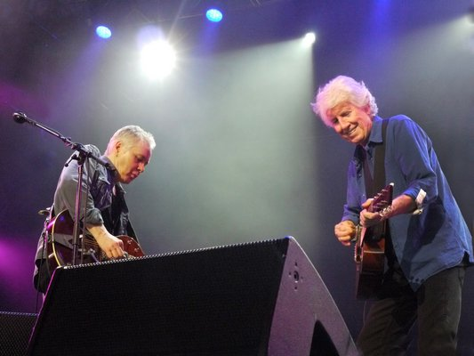 Graham Nash, right, and Shane Fontayne on stage.