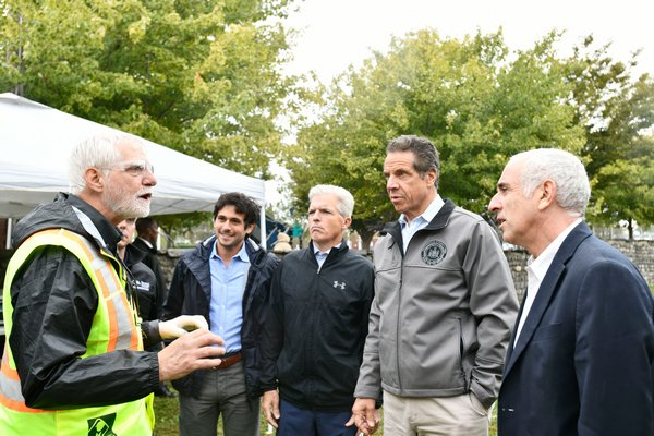 David Pinelli, left, senior scientist from Aecom, with Southampton Village Mayor Jesse Warren, Suffolk County Executive Steve Bellone, Governor Andrew Cuomo and Southampton Town Supervisor Jay Schneiderman.  DANA SHAW