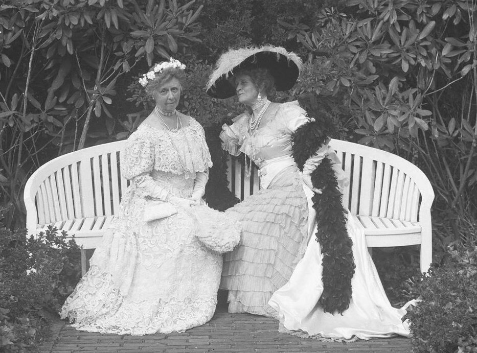 Two women of fashion, c. 1895, from the collection of the Southampton History Museum.