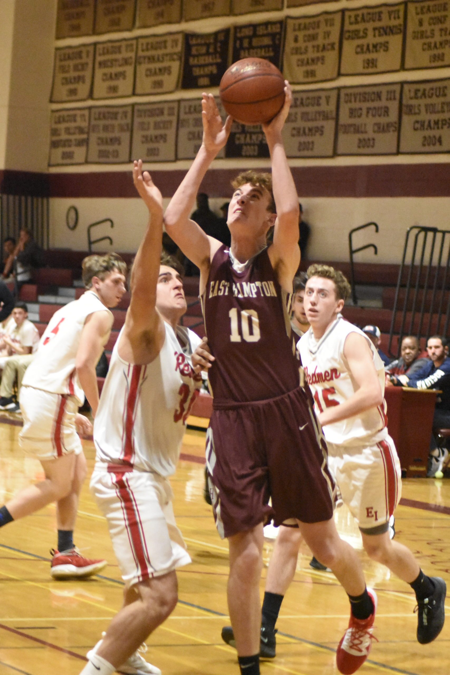 Bonacker Charlie Condon, along with fellow big Travis Wallace, was praised by head coach Dan White following the game.