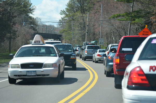 Traffic westbound on Montauk Highway in Hampton Bays. ERIN MCKINLEY
