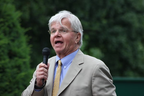 New York State Assemblyman Fred Thiele speaks at the
