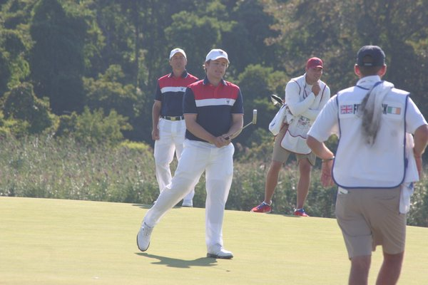 Michael Weaver missed a putt on the sixth hole on Sunday morning. M. Wright