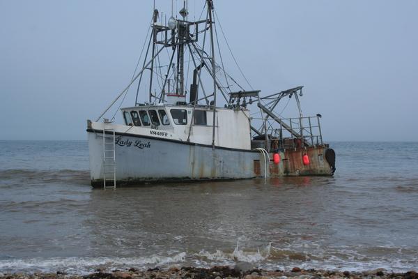 a 40-foot fiberglass scallop dredging boat ran aground while entering Block Island Sound returning to Montauk Harbor.