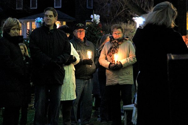 A memorial service for the people killed in injured in the Florida school shooting this week will be held at the Hook Windmill in East Hampton Village on Saturday.