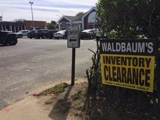 Waldbaums in East Hampton Village is clearing store shelves. LAURA WEIR