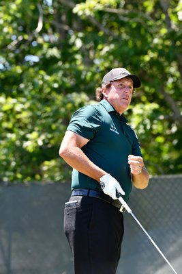 Phil Mickelson was serenaded by fans with