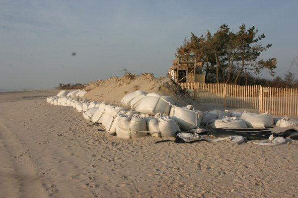 Contractors for Ronald Lauder had used stacks of giant sandbags called geocubes to fend off storm waves in the past
