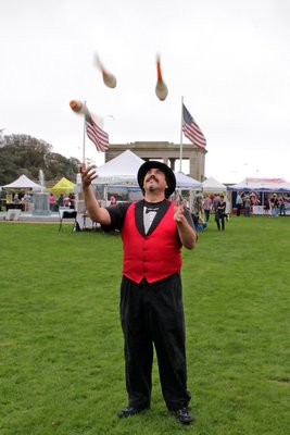 Keith Leaf giving a juggling demonstration during the 2017 SouthamptonFest. PRESS FILE.