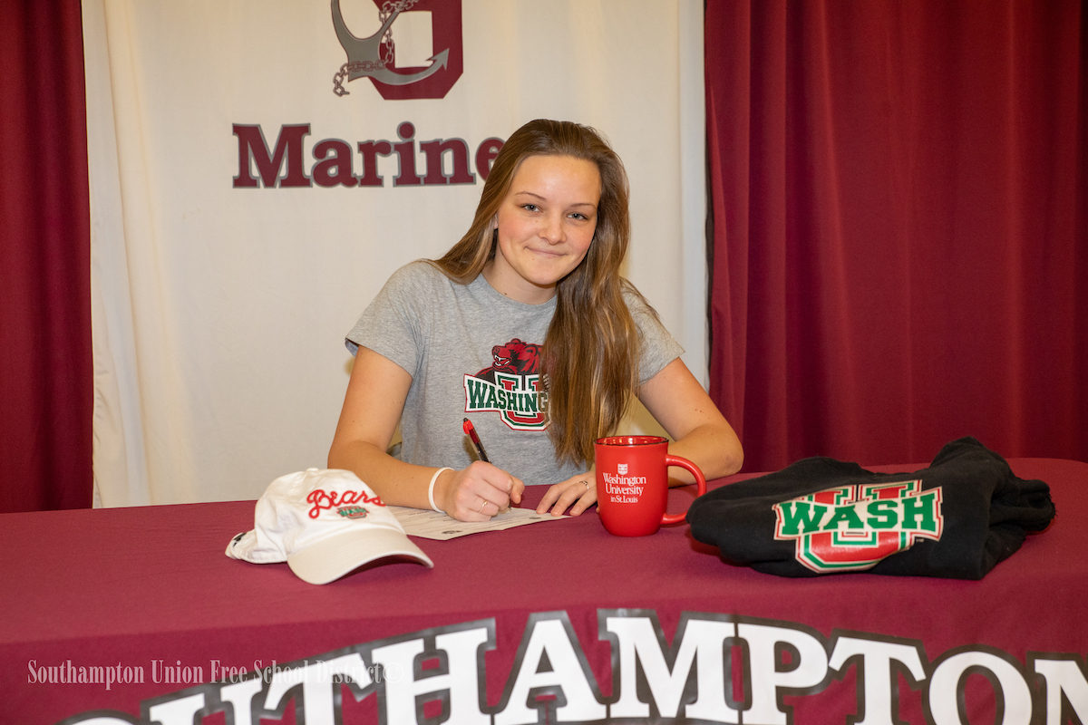 Southampton's Caraline Oakley signs her letter of intent to play golf at Washington University in St. Louis on January 7.