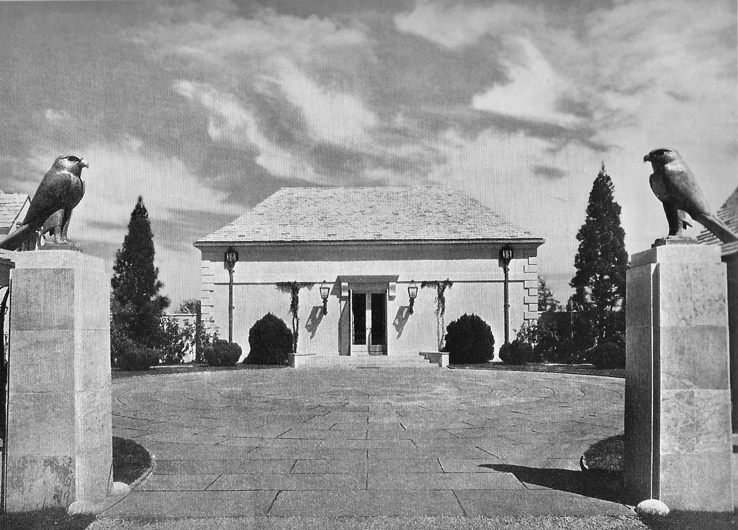 Four Fountains, circa 1931, with its original facade. COURTESY ACANTHUS PRESS