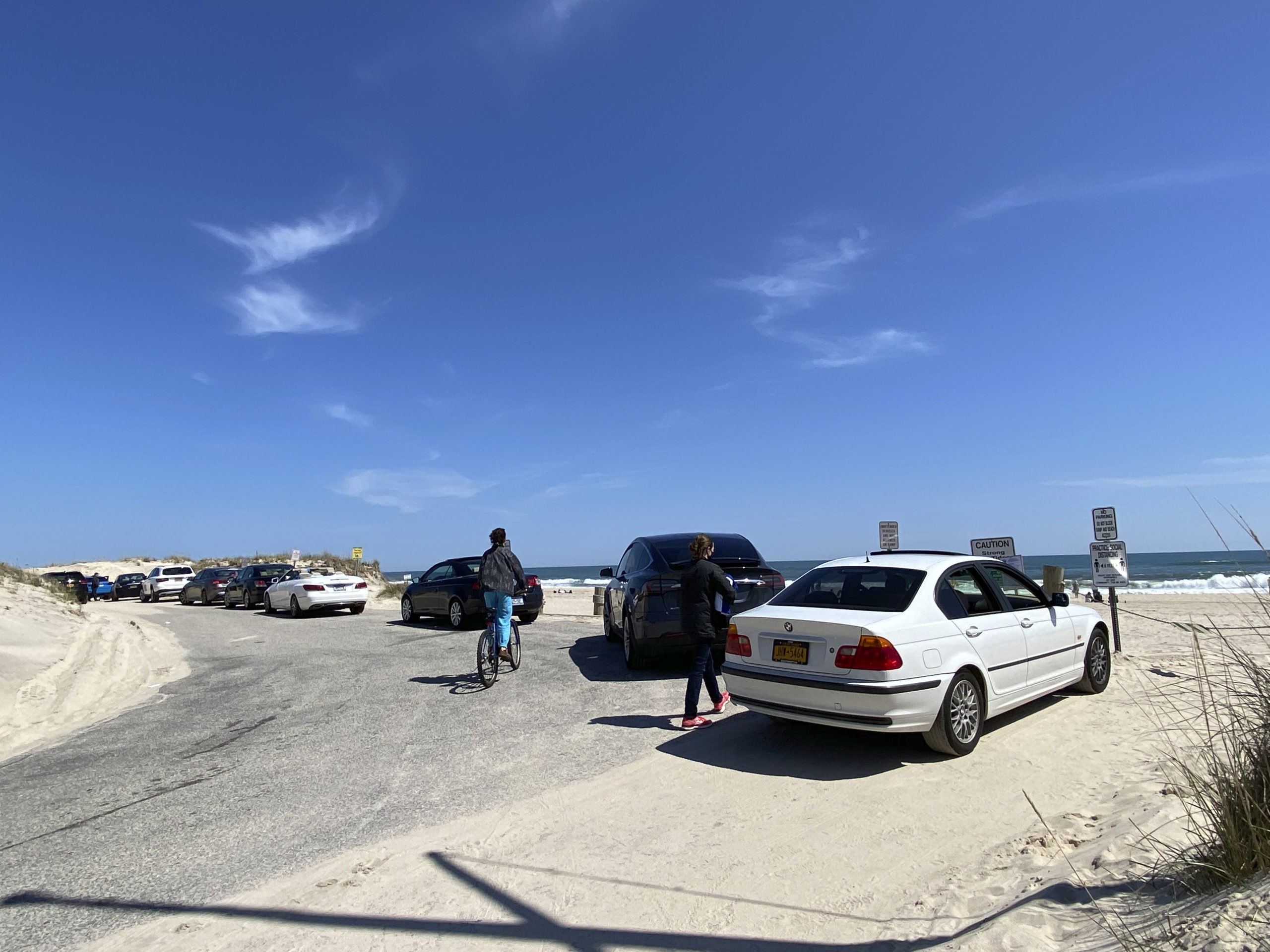 A line of cars at Cooper's Beach in Southampton Village on Saturday.  DANA SHAW