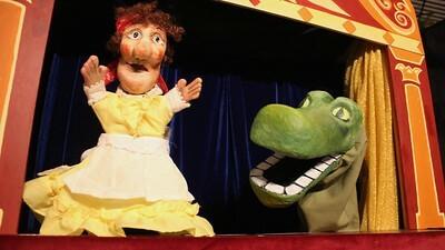 Sarah Nolen's puppet show