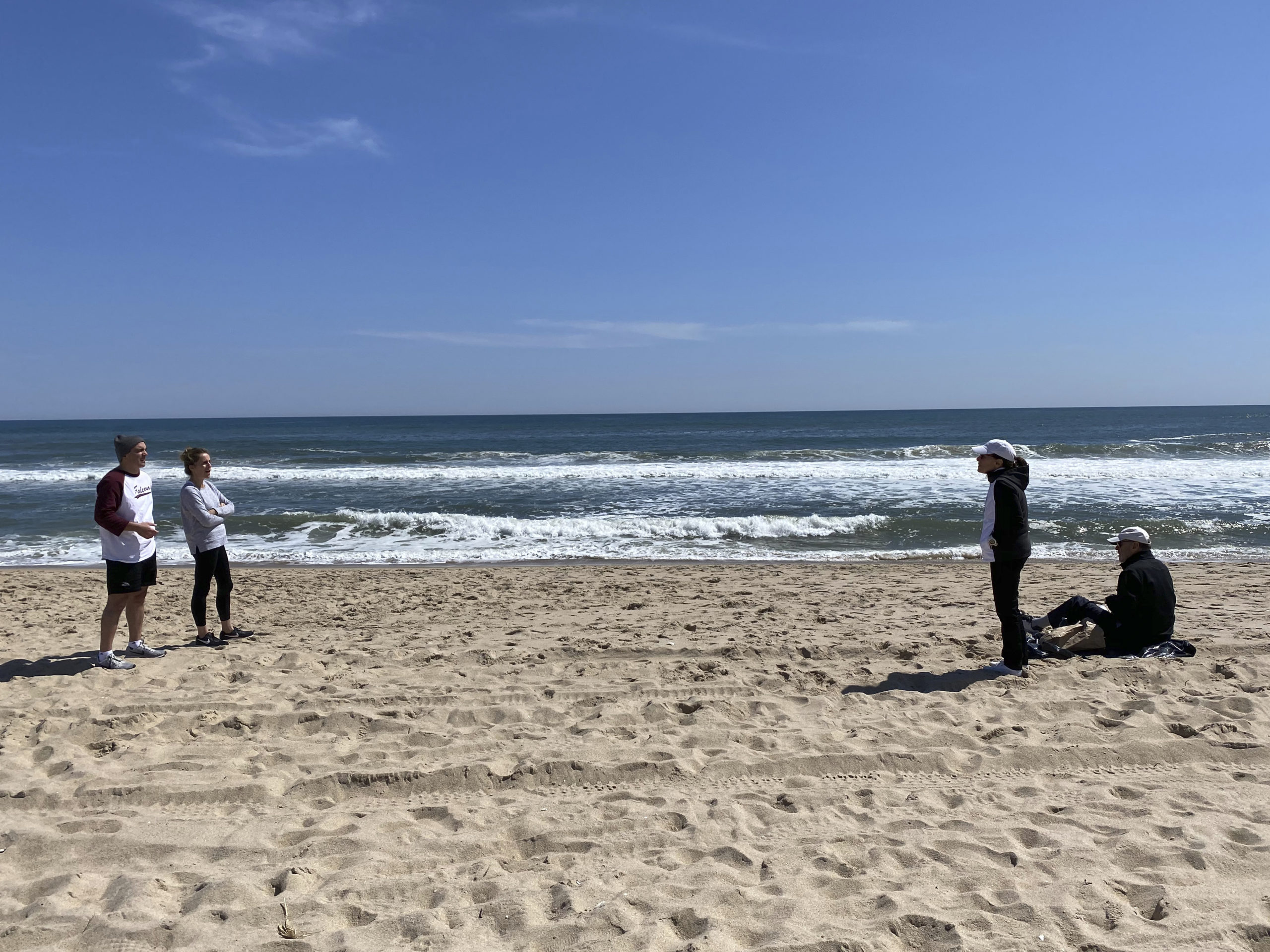 Social Distancing Conversation at Wiborg Beach this week. MELLA/KRONE MELLA