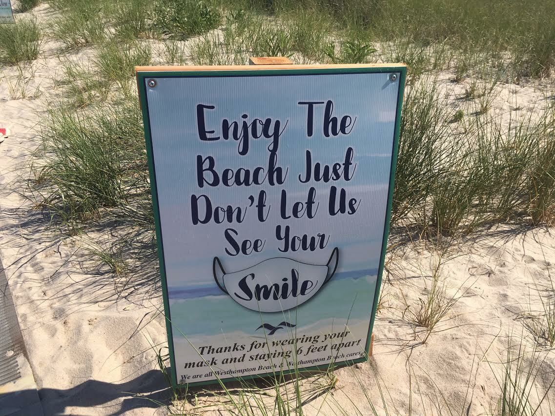Reminding visitors to Rogers Beach in Westhampton to wear masks. KITTY MERRILL