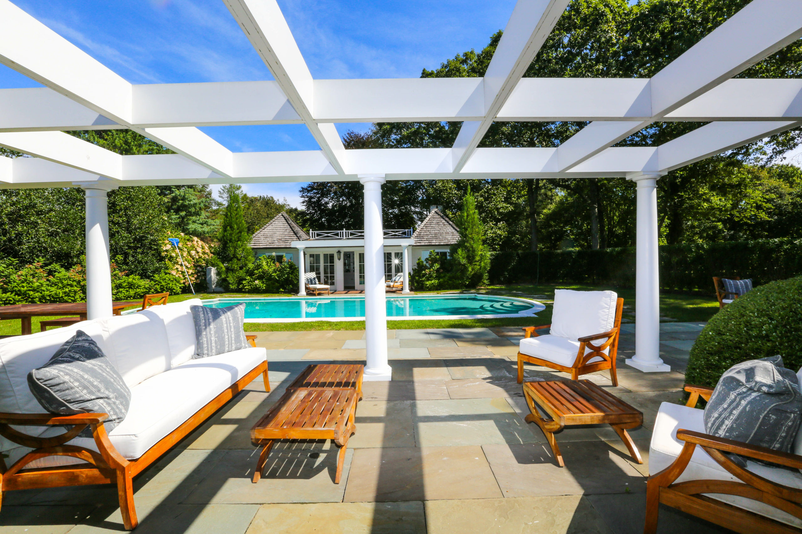 Racheal Ray sold her Tuckahoe Lane home in Southampton for $3.25 million.