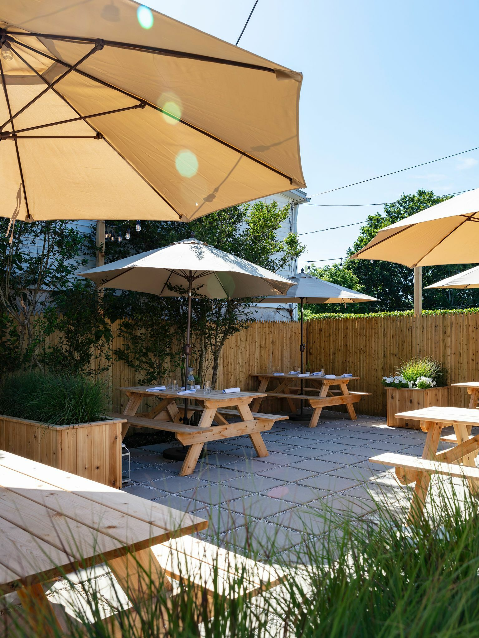 Outdoor dining at Main Street Tavern in Amagansett.