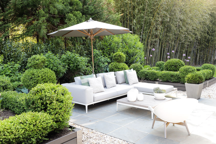 Outdoor seating by Gloster at Kurt Giehl and Jeff Ragovin's Springs home.