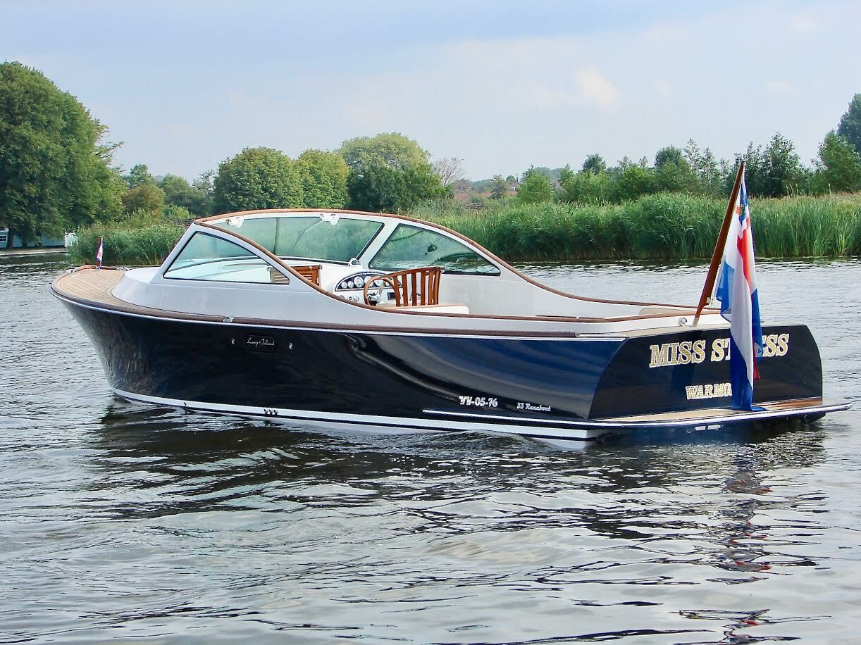 Long Island Yachts marries the tradition of Dutch yacht building with the styling of classic runabouts.