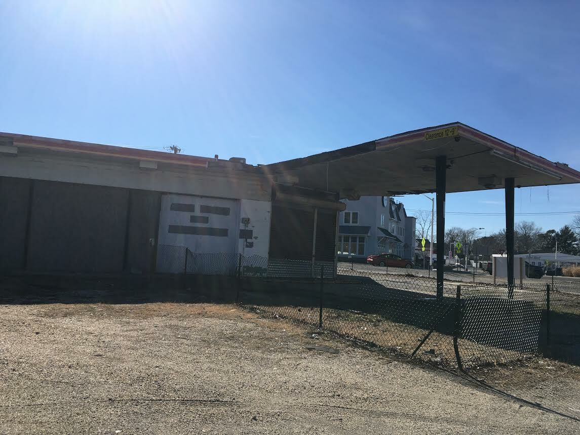 Developers hope to build a new gas station and 7-Eleven on the traffic circle in Riverside.