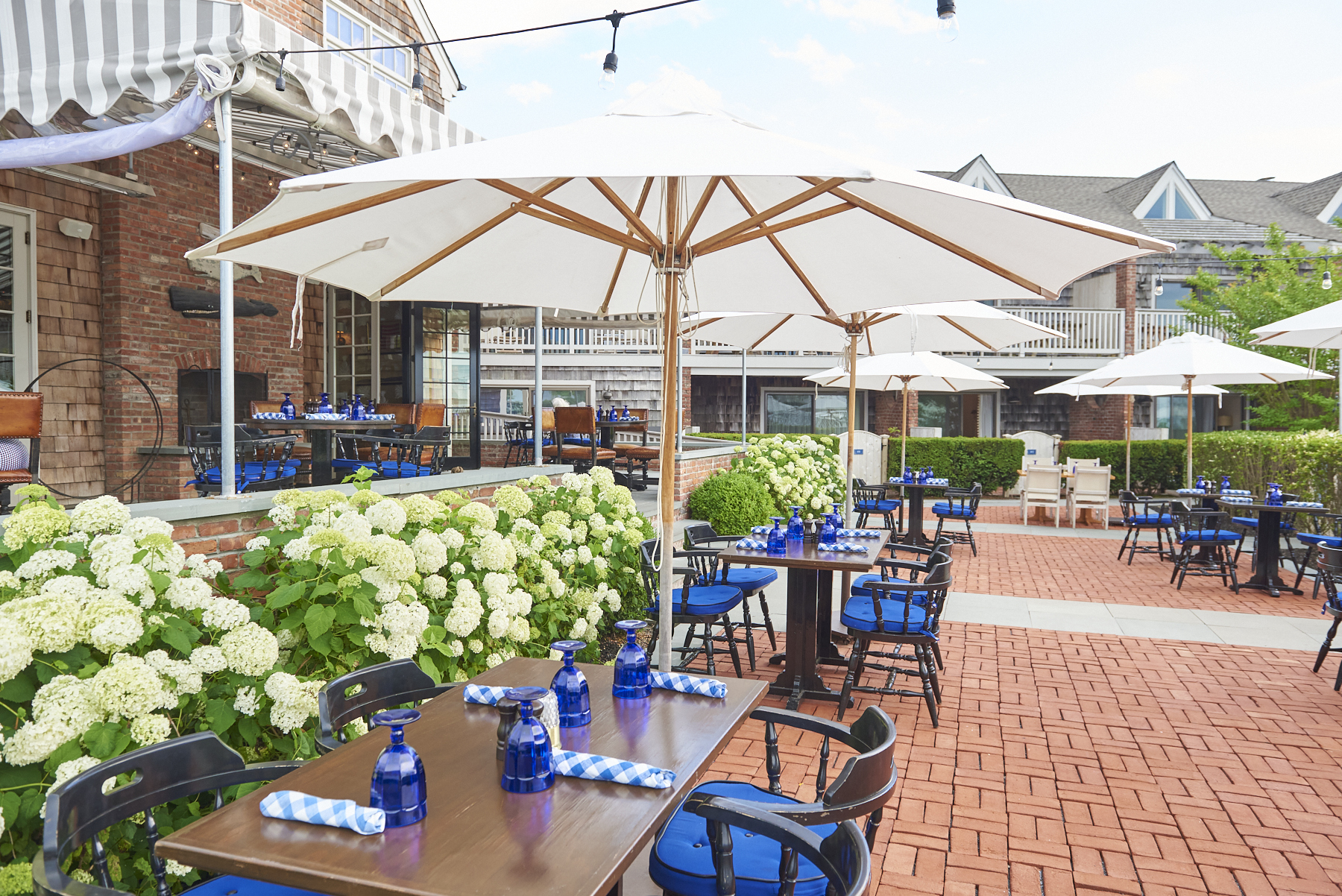 Outdoor dining at Baron's Cove.