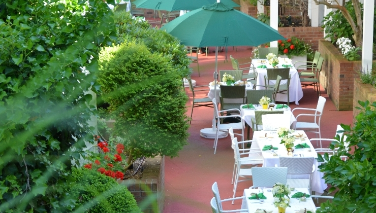 Outdoor dining at Claude's Restaurant at the Southampton Inn.