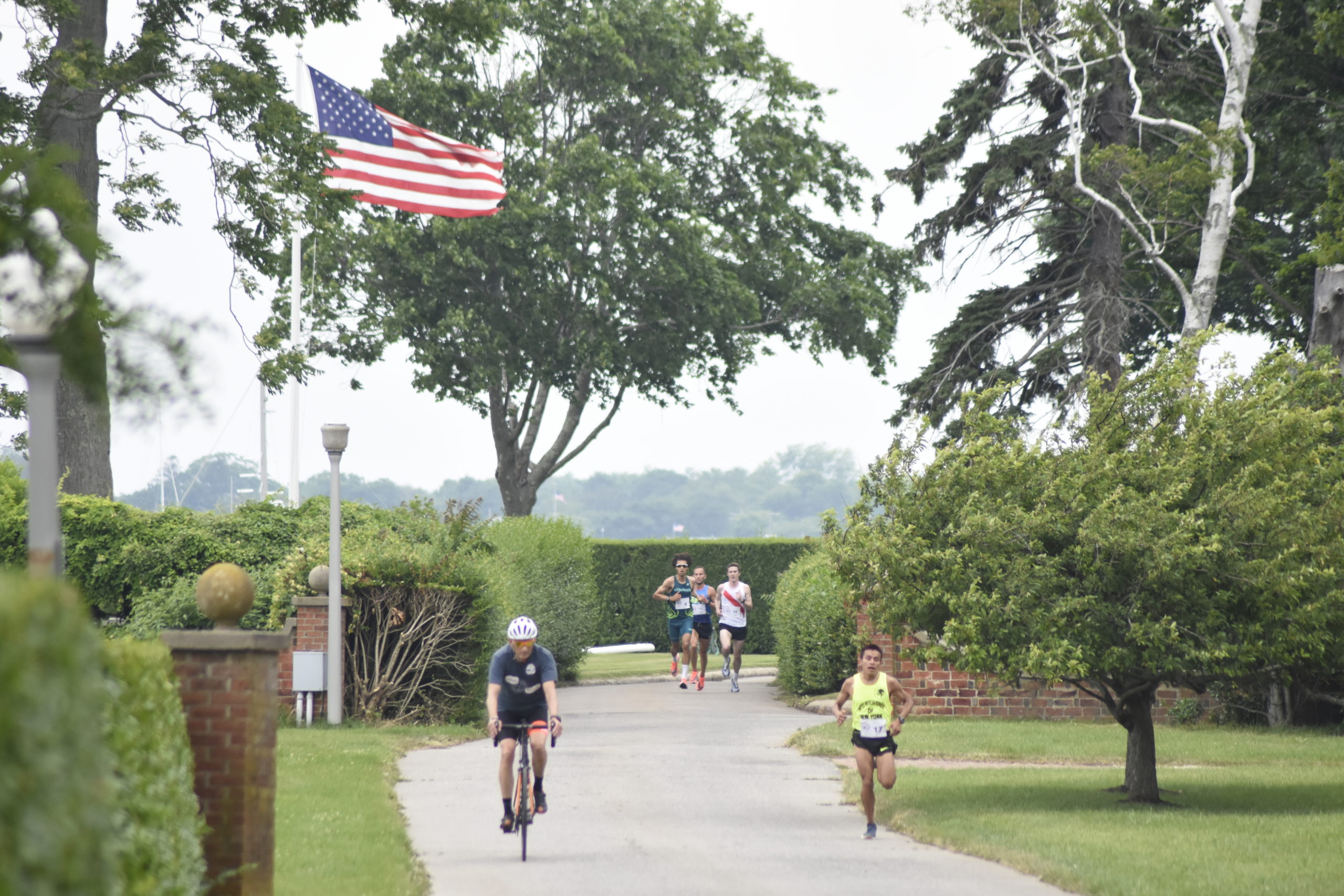 Runners start to make their way through the Derring Harbor portion of the course.